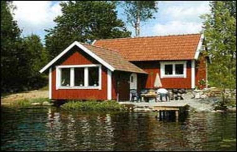 ferienhaus zu mieten in h tteboda kronoberg schweden h tte in smaland mit bootsteg und sauna am see. Black Bedroom Furniture Sets. Home Design Ideas