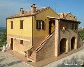 Discover the Marche in a typical Italian farmhouse !