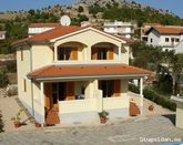 Nice villa with 2 apartments for rent in Croatia